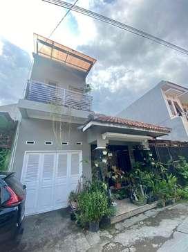 Rumah Tingkat 2 Lantai LT 99 LB 140 5 Kamar Dekat Kampus