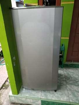 kulkas rumah tangga merk lg 1 pintu