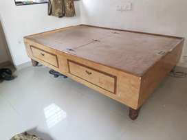 Bed - Diwan standard size in excellent condition.