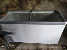 Voltas deep freeze 420 litter glass top