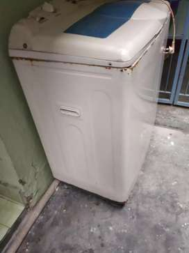 Samsung 7 kg washing machine, working conditions is good.