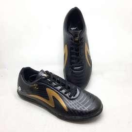sepatu sepak bola