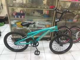 "Sepeda BMX ukuran 20"" ( bekas rasa baru )"
