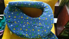 1 MONTH OLD BABY FEEDING PILLOW FOR SALE