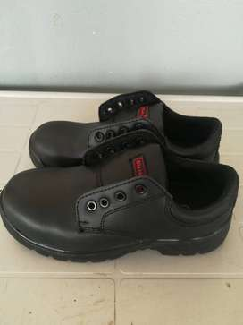 Safety Shoes Size 5