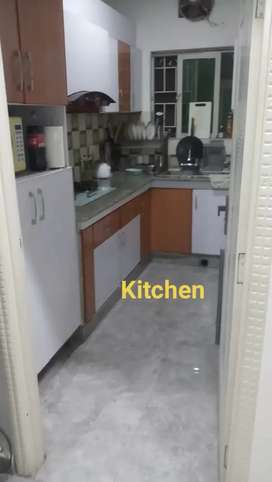 3.5Marla Almost New Flat For Sale Ideal Location Near Jail Road Lahore