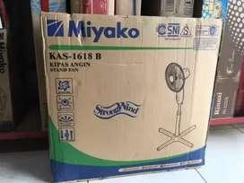 Siap antr seDIY Kipas angin Miyako 1618b 16inc-berdiri kaki silang new