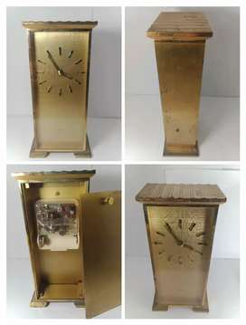 Clock table vintage