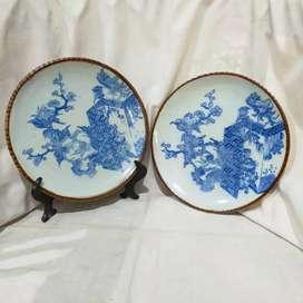sepasang piring keramik antik jepang biru putih
