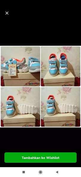 Sepatu kets anak laki laki