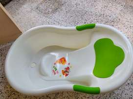 A bathtub for infants
