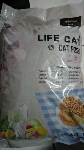 Makanan Kucing Life Cat 1 KG sejenis Bolt Ori Cat