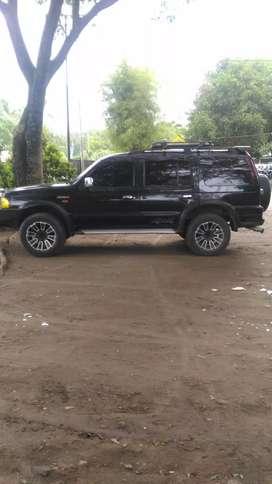 Di jual ford everest 4x4 tipe terlengkap siap pakai