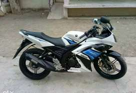 Yamaha R15 S white