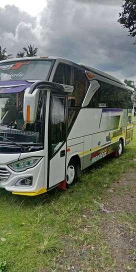 Bus medium sewa mobil elf Hiace bus Sewa elf Haice bus bis medium 3/4