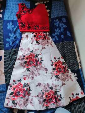 Urgent sell skirt & crop top not a single use fully packed