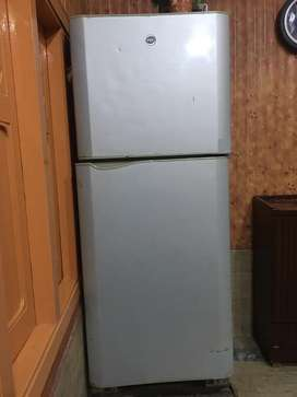 PEL FULL SIZE REFRIGERATOR USED FOR 5 YEARS