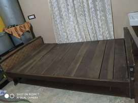 Single but wide size full tounch wooden bed