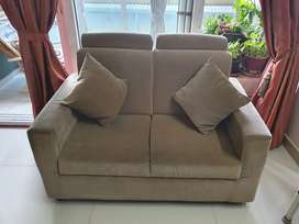 Luxurious Sofa Set 3+2+2 in Perfect condition