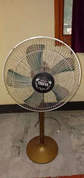 Toofan Pedestal Fan