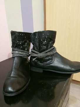 Import stylish girls shoes used only on one event. 40 size