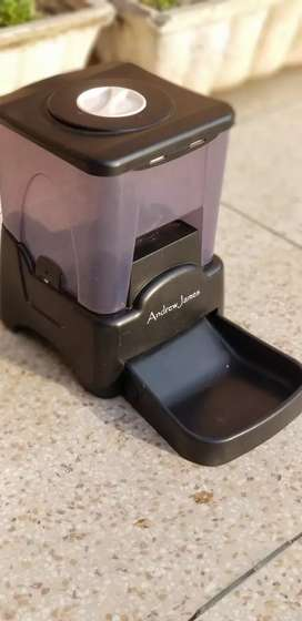 Digital automatic Pet feeding machine for cats,dogs,rabbits etc
