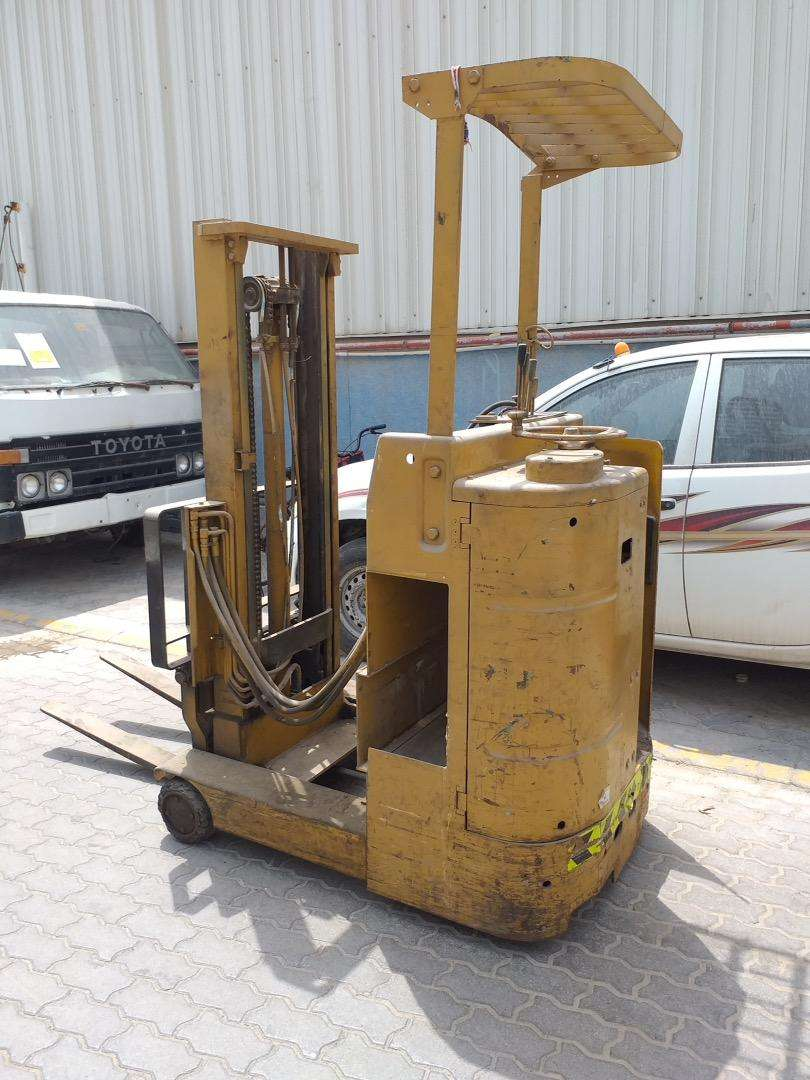 Electric forklift without battery 0