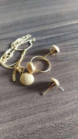 Perhiasan set lapis emas