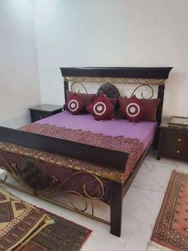 Bed with bedside table n dressing table