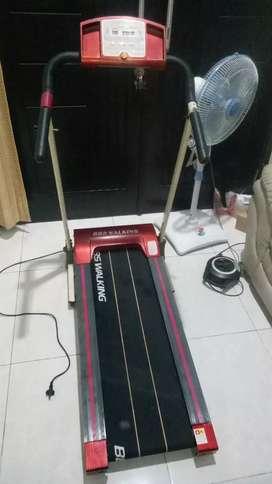 olahraga murah treadmill elwktrik merah mulus