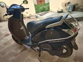 Tvs Jupiter in very good condition. Single hand driven.