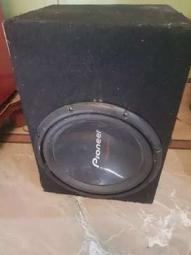 bass and amplifier