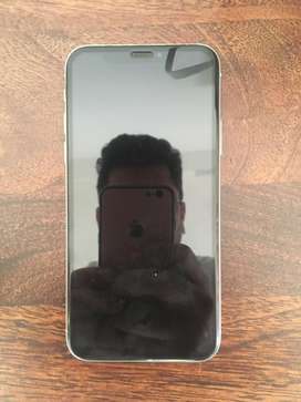 iPhone X 64 GB Silver with box and Earpods Great condition