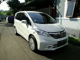 Freed E PSD AT 2012 facelift putih pribadi km 40rb