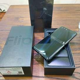 Samsung galaxy z flip pakai 4 bulan like new grs resmi sein
