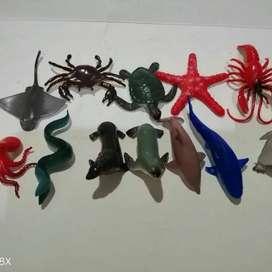 mainan karet hewan laut campur isi 12
