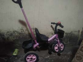 Baby carring cycle with adjustable handle