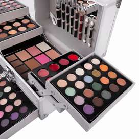 Makeup complete kit with box