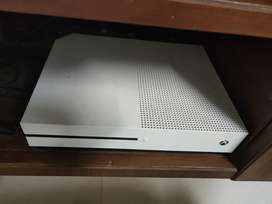 Xbox one s 500gb with one controller and froza horizon 4