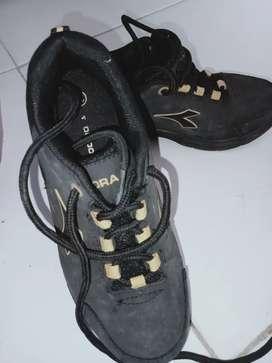 mari bunda Sepatu anak diadora ORI size 32, like new banget