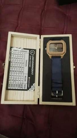 Jam tangan kayu lokadiningrat