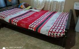 King size wooden palag  with matress