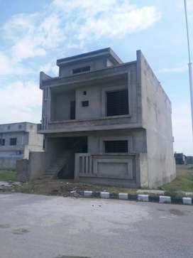 A block extension major road structure for sale argent good looking ho