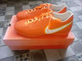 Sepatu futsal tempo