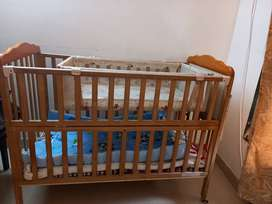 Baby cot / crib