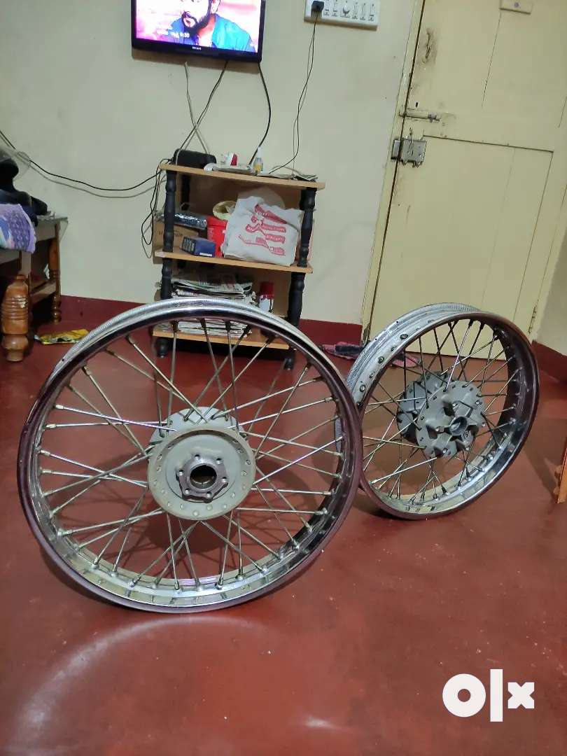 Royal Enfield Classic 350 Duel Disk Varient Spoke Wheels 0
