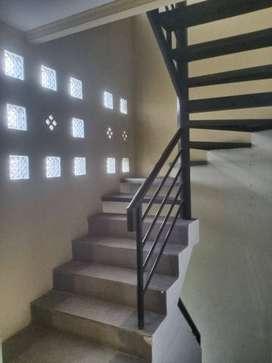 Disewakan Ruko 3 lantai siap pakai di Turangga