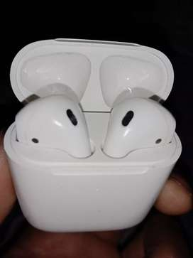 Airpods 2 with all accessories