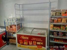 Rak freezer untuk memaksimalkan tempat