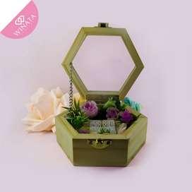 Kotak Cincin Hexagon Akrilik Size 12 x 6 x5cm Desain By Winata Jewelry